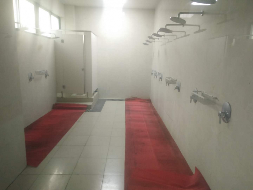 10 明亮整洁的浴室.jpg
